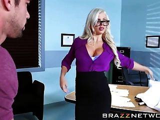 एक मरीज के साथ सेक्सी नेत्र चिकित्सक कमबख्त