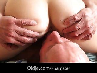 कदम पिता युवा माला उसकी पैरों चाट fucks मुंह में सह