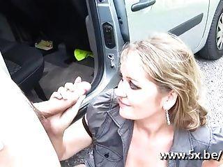 फ्रेंच milf लोला gangbanged