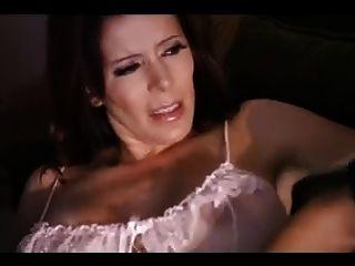 सेक्सी लैटिन चाची ने अपने किरायेदार को छीन लिया