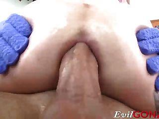 एना डे विल्ले अपने गधे के अंदर उसकी मोटी रॉड गड़बड़ कर रही थी