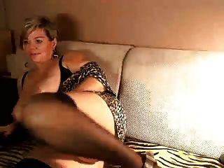 छोटे वेब कैमरा में बड़े स्तन के साथ परिपक्व लघु बालों वाली जर्मन