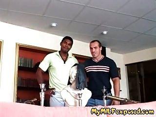 मोज़ा में अंतरजातीय गुदा मैथुन में मेरी पत्नी ने गर्म पत्नी को उजागर किया