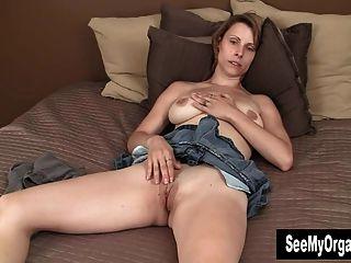 संभोग सुख के लिए masturbating सेक्सी हार्ली