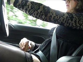 सेक्सी क्रॉस्ड्रेस्रिसलियन थैम्बूटबॉय ड्राइविंग whilst wanking