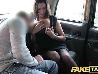 नकली टैक्सी गर्म बस्टी बेब उसके स्तन पर बड़े पैमाने पर सह शॉट हो जाता है