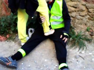 यूनानी देवीस बनाते हुए footjob सार्वजनिक