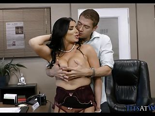 बड़े स्तन के साथ मालिक वह क्या चाहता है