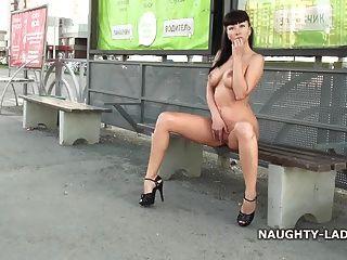 नग्न सड़क मज़ा