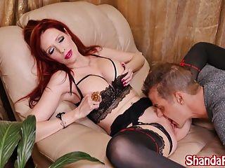 Shanda फे उसे रास्ता बना देता है उसे बिल्ली और अपने सह खाते!