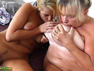 oldnanny किशोर लड़की और उसके बड़े स्तन और गीला बिल्ली
