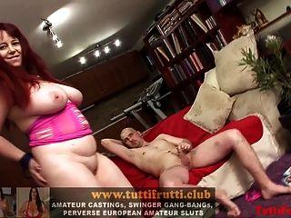 बड़े स्तन suzy strapon पर वापस आ गया है