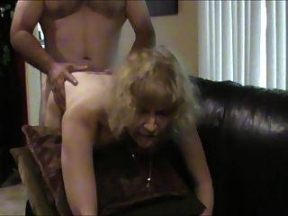 गर्म पत्नी एक वेश्या की तरह अभिनय करने के लिए प्यार करता है