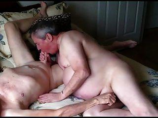 नग्न समलैंगिक बूढ़े आदमी