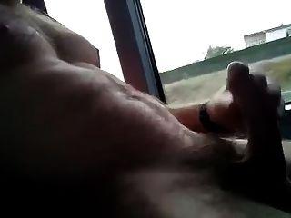 बस पर हस्तमैथुन