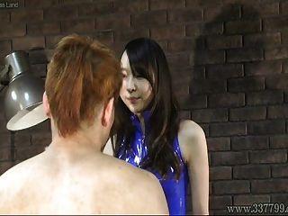 जापानी महिलाओं की रस्सी ने तीन दासों का चेहरा थप्पड़ मारा