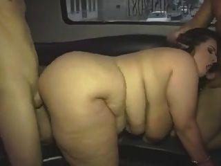 समूह वीडियो में बड़े स्तन के साथ परिपक्व वसा लड़की