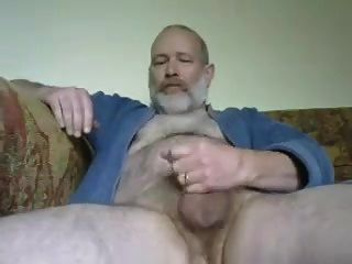 पिताजी एक बड़ा भार उड़ाते हैं