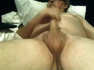 दादा wanking काटा हुआ बड़ा मुर्गा cums