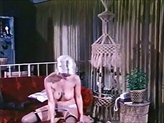 युवा केविन सेक्सी महिला से एक साक्षात्कार से अधिक हो जाता है