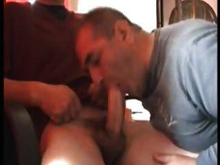 गंजा पिता चूसना और निगल प्यार करता है!