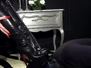 femdomlady bootlicking और cumshot