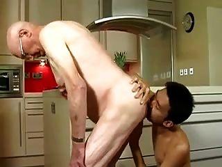 बूढ़े आदमी एशियाई twink द्वारा गड़बड़