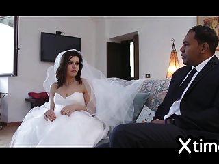 अविश्वासू इतालवी पत्नी एक काले आदमी के साथ fucks