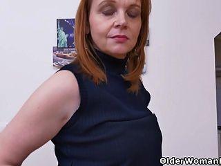 यूरो मिर्जा एलिजाबेथ अलग करना पसंद करती है और खेलती है