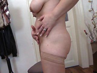 भूखा पुराने योनी के साथ परिपक्व सेक्स बम माँ