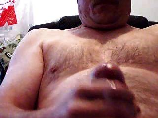 डैडी भालू मरोड़ते और खाने सह