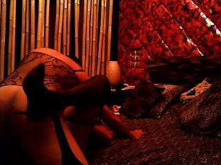नाटसा एक सींग का वेश्या बनना चाहता है
