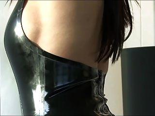 सुपर सेक्सी पोशाक में प्यारा