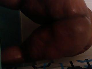शॉवर में BBW प्लस आकार twerking