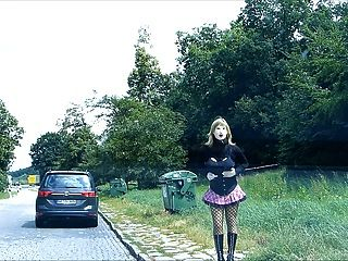 रबर-डोल मनीक रबरवायर हूवर जर्मन सड़कों पर