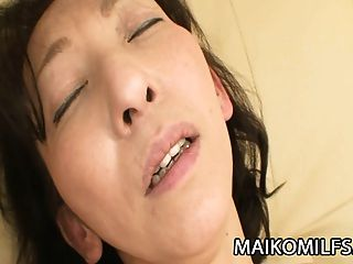 मको शिनुज़ुका: निप्पॉन मिर्जा ने उसके अंदर एक कठिन मुर्गा डालना