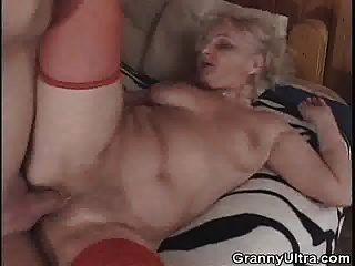 दादी मुर्गा चूसा के बाद दादी हो जाता है