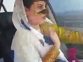 शहर में अरमानी सेक्सी हिजाब मिस्री डांस कार आह्वज़ शहर