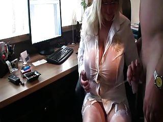 मेरे गंदे मालिक पर pissing