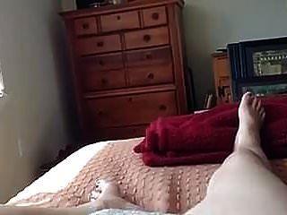 परिपक्व महिला हस्तमैथुन करने के लिए उत्साहित है