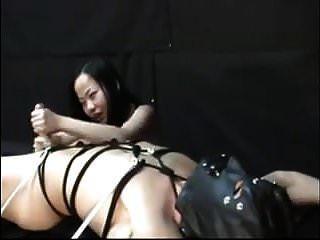सबसे अच्छा एशियाई महिलाओं का दबदबा और उसका दास handjob