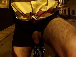 सड़क पर नग्न 07.flv बाइक