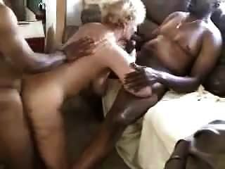 नग्न समुद्र तट गर्म पत्नी बीबीसी प्रेमियों के साथ मिलती है