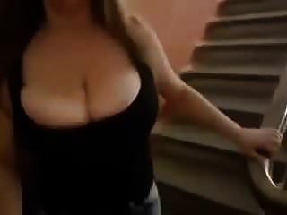 बड़े स्तन उछल