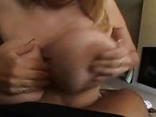 बड़े स्तन के साथ सींग का बना फूहड़ मुर्गा प्यार करता है!