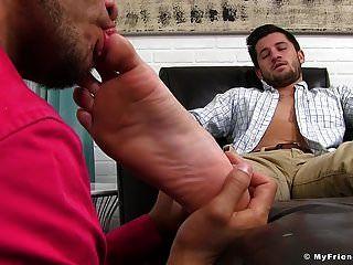 एलेक्स ग्रे उसके पैर उसके आज्ञाकारी प्रेमी द्वारा पाला गया है