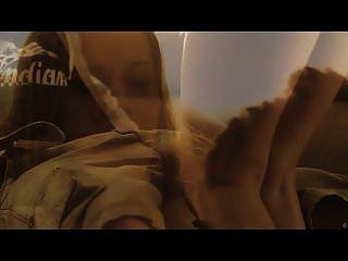 चेक बेब एलेक्सिस क्रिस्टल उसके स्तन पर सह हो जाता है
