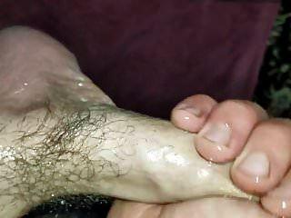मेरे तेल से सने हुए लंड को झटके दे रही थी