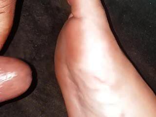बहन के पैरों के पंजे