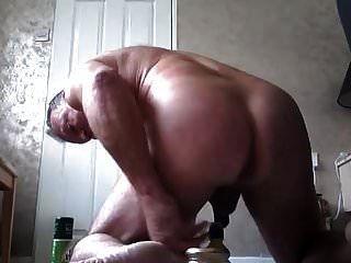 सात इंच की गोल बोतल ने कस के गांड का छेद ऊपर धकेल दिया